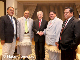 Tu'ilakepa was pictured in November with Israeli President Shimon Peres, and a Tongan parliamentary delegation to Israel. From left: Lord Tu'ilakepa, Sione Taione, Israeli President Shimon Peres, Sangster Saulala, and Mo'ale Finau